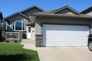 Well maintained house in Riverstone in West Lethbridge
