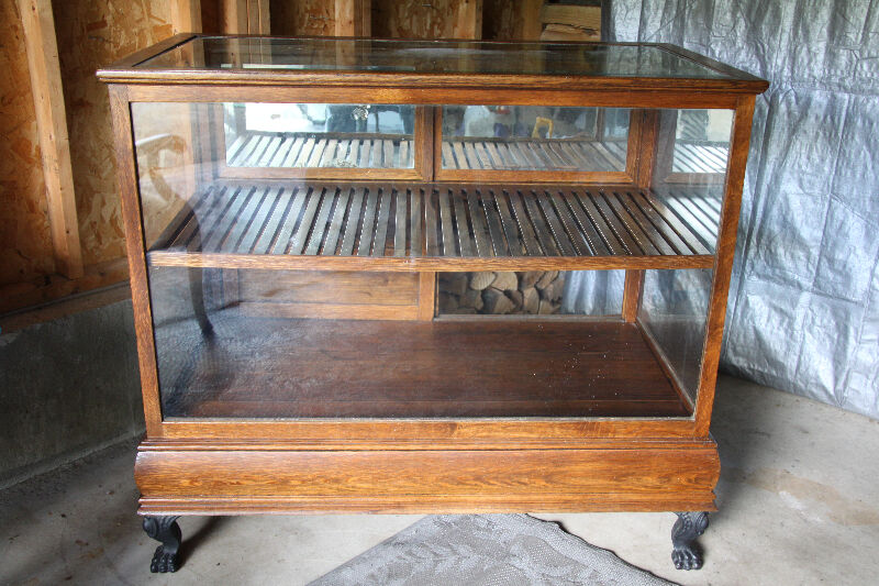 Antique display case art collectibles owen sound kijiji for Case kijiji