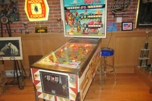 Pinball machine 1974  en parfaite condition .$2,600