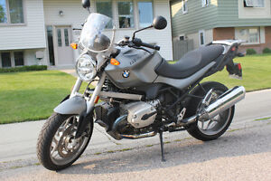 2009 BMW R1200R, all factory options + BMW hard bags & top case