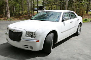 Well Maintained 2010 Chrysler 300 Limited NEEDS NOTHING