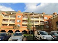 3 bedroom flat in Granville Place, North Finchley, N12