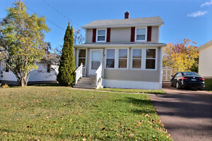 3 bedroom home in highly sought after street in the Riverview