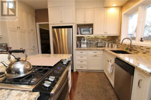 Attention Professionals Looking for Executive Home to Share/Rent