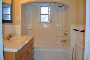 Well cared for 2 bed unit for rent in a duplex Kitchener / Waterloo Kitchener Area image 9