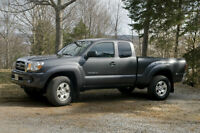 2009 4x4 Toyota Tacoma Pickup Truck Excellent Condition