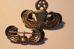 2 Military  Helicopter & Parachute Pins  (VIEW OTHWER ADS)