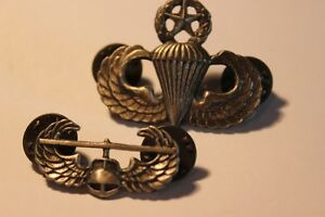 2 Military  Helicopter & Parachute Pins  (VIEW OTHWER ADS) Kitchener / Waterloo Kitchener Area image 1