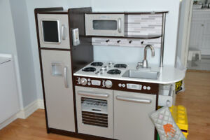 Childrens Kitchen - Like New - Aesthetically Pleasing Design