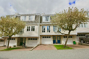 3-4 bdrm 3 level 1,490 sqft Townhouse in Walnut Grove Langley