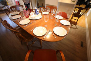 Wood Dinning Table 4 to 10 people + 4 chair West Island Greater Montréal image 3