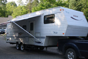 "2002   27'7"" Jayco 5th wheel"