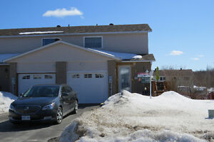 7 Farrell Cres (townhouse) in Elliot Lake
