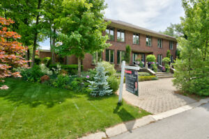 DUNDAS ~ DESIGNER'S DREAM WITH IN-LAW POTENTIAL!