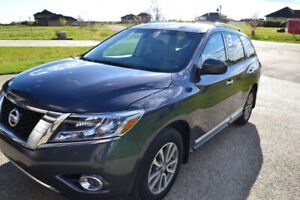 2014 Nissan Pathfinder SL SUV, 4x4, Winter Tires, Tow Package