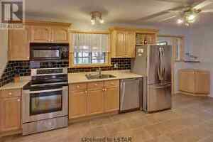 Room for rent in beautiful north east house London Ontario image 4