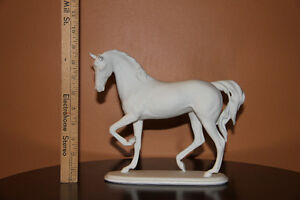 Kaiser Prcelain Horse Cambridge Kitchener Area image 2