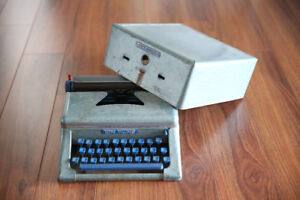 Vintage Typewriter (Tom Thumb brand)