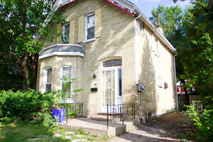 DOWNTOWN/WOODFIELD 3 BEDROOM HOUSE