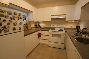 Spacious 2 bdrm for June 1st + Keep Our Security Deposit!!