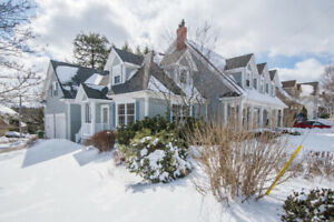 NEW LISTING! Gorgeous Colonial Cape Cod in Cresthaven Estates