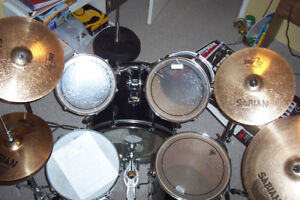 5-piece Pearl Forum drum set (cymbals not included)