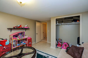 GREAT LASALLE HOME LOCATED ON A LARGE LOT ACROSS FROM A PARK~ Windsor Region Ontario image 13