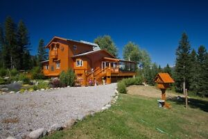 FRENCH ALPINE CHALET ON 3 ACRES IN CROWSNEST PASS