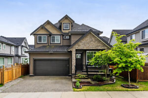 NEW PRICE! 6 Bed and 6 Bath VAULTED CEILING house, legal bsmnt