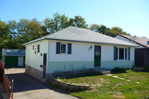 Detached bungalow with double car garage in Elliot Lake !!!