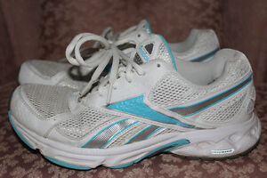 Reebok White/Blue Runners – Size 7.5
