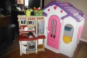 Step 2 Sweetheart Cottage Playhouse & Step 2 Kitchen