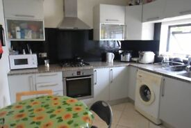 NICE SINGLE AND DOUBLE ROOM IN UPTON PARK - AVAILABLE FROM NOW - CALL ME RIGHT NOW
