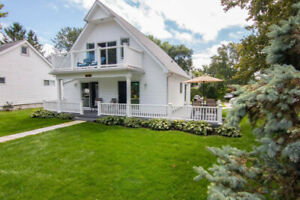 Gorgeous Cottage in Brights Grove~Views of Lake Huron~Sleeps 10!