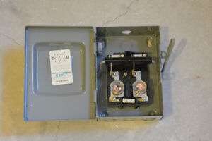 2 circuit load center auxiliary fuse box A/C 25amp motor switch Kitchener / Waterloo Kitchener Area image 4
