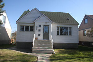 3 Bdrm House  Located near Whyte Ave and Uof A (utilities incl.)