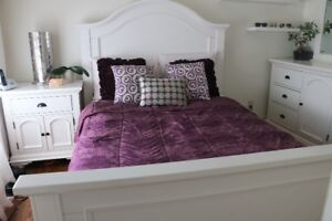 White Bedroom Furniture! (-Double bed, -Dresser with mirror)