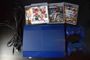 PS3 Super Slim 250 GB + 1 manette/controller + 4 jeux/games
