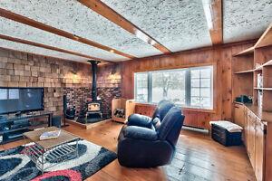 WATERFRONT Cottage for Sale in Joe's Lake (Lanark)