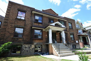 20 TRILLER, Queen West, TOP FL 3BR/1Bath/1Parking, EXPOSED BRICK