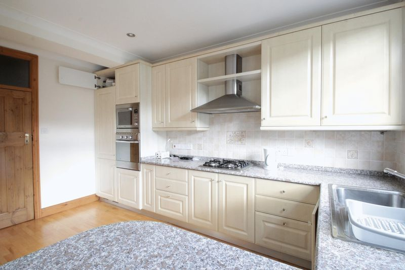 3 bedroom house in Nether Street, West Finchley, N12