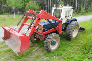 Universal Tractor Diesel, 4x4 With Loader and Back Blade