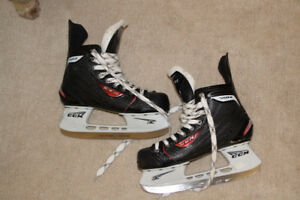 Boys CCM Skates Size 5 Youth Excellent Condition, Basically New!
