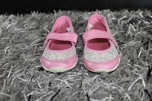 5 PAIRS OF GIRL'S SHOES SIZE 8 & 9 ALL FOR $40 Kitchener / Waterloo Kitchener Area image 9