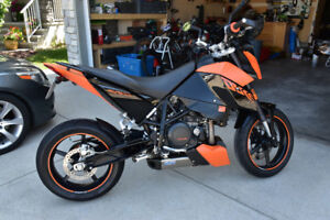 Beautiful 2010 KTM Duke 690