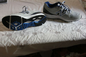 Ladies Grey Colour New Balance Shoes, Mint Condition,never worn. Windsor Region Ontario image 2