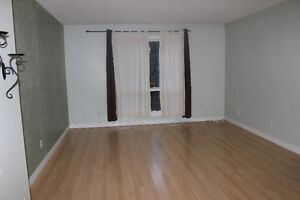 Must See!! 3 Bedrooms Townhouse near West Ed Mall Transit Centre
