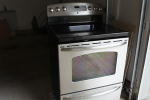 GE Radiant Self Cleaning Electric Range (Stainless)