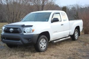 WOW 2015 Tacoma 2wd LIKE NEW ONLY 20,000 kms.