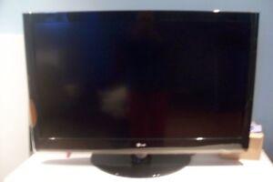 42'' inch. LG TV